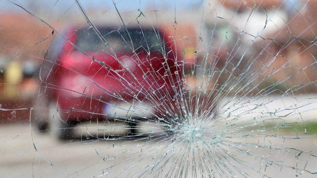 12 dotazů na pojišťovny: Ukoho zahrnuje povinné ručení pojištění čelního skla astřetu se zvěří?