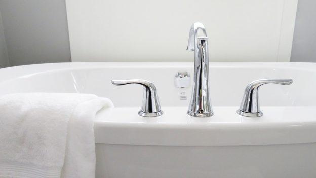 12 dotazů na vodárny: Proč nestojí voda vČR všude stejně? Aproč během 25 let stokrát zdražila?
