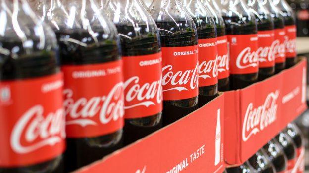 8 dotazů na výrobce: Proč Coca Cola, Mondelez, Nestlé aUnilever zmenšují balení?