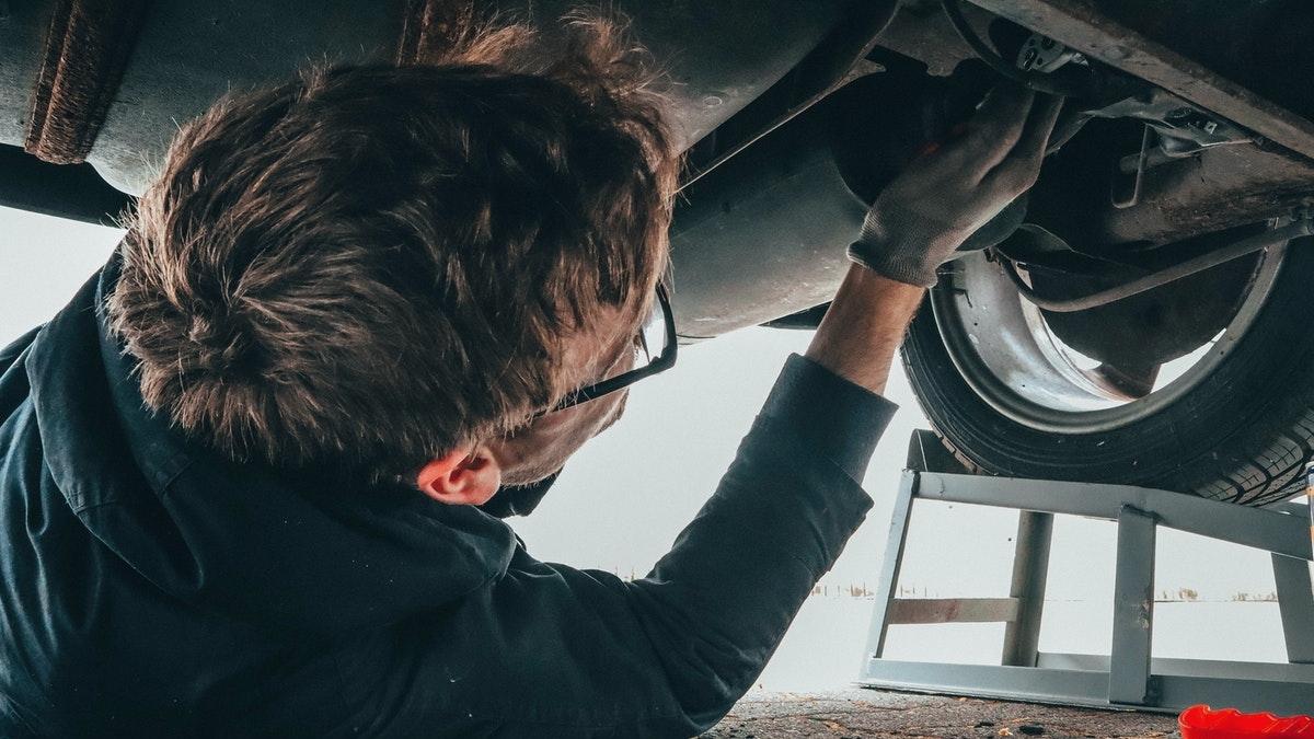 Auto: Jak prověřit ojeté vozidlo, ušetřit na pojištění asnížit spotřebu auta