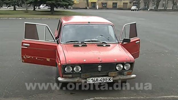 Bizarní Ukrajina: Auta jezdící na dřevo