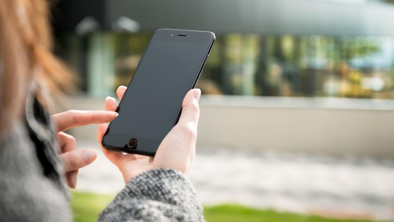 Cena roamingu 2019: Učeského operátora 360Kč za 1 MB, snaším tipem 60Kč za 1 GB
