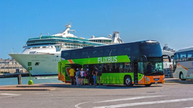 Do Česka přichází autobusový dopravce Hellö, jízdenky Praha – Benátky nabízí za 15 eur