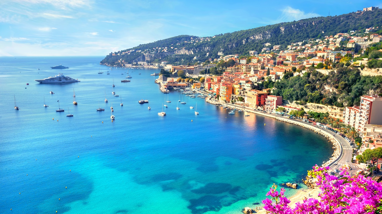 Dovolená Azurové pobřeží   © Valery Bareta   Dreamstime.com