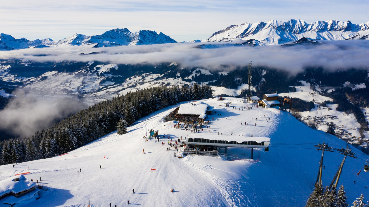 Dovolená Francouzské Alpy   © Sam74100   Dreamstime.com
