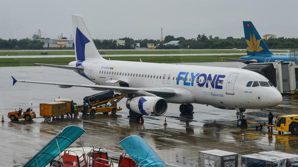 FlyOne   © Ninlawan Donlakkham   Dreamstime.com