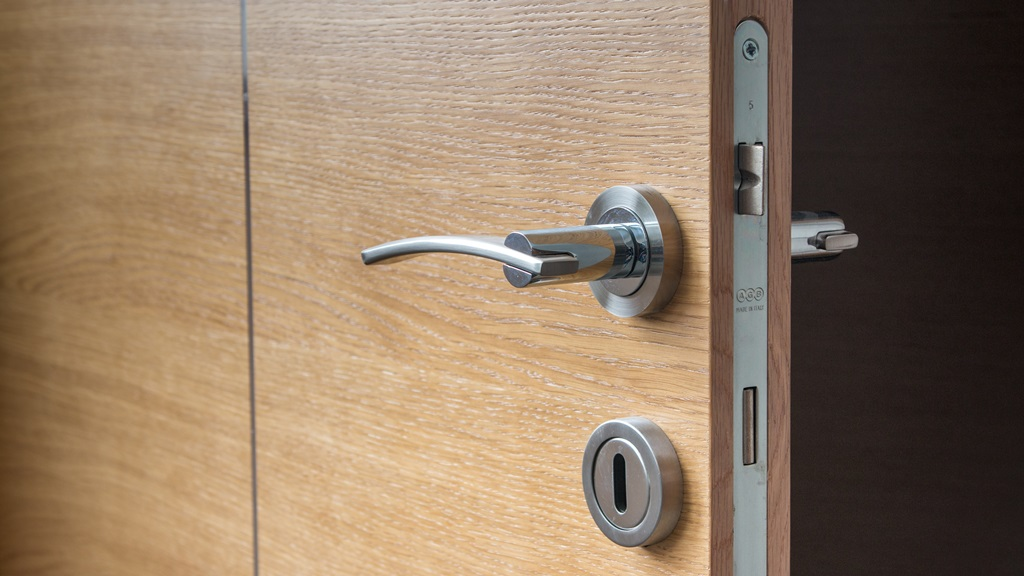 Jak opravit kliku u dveří