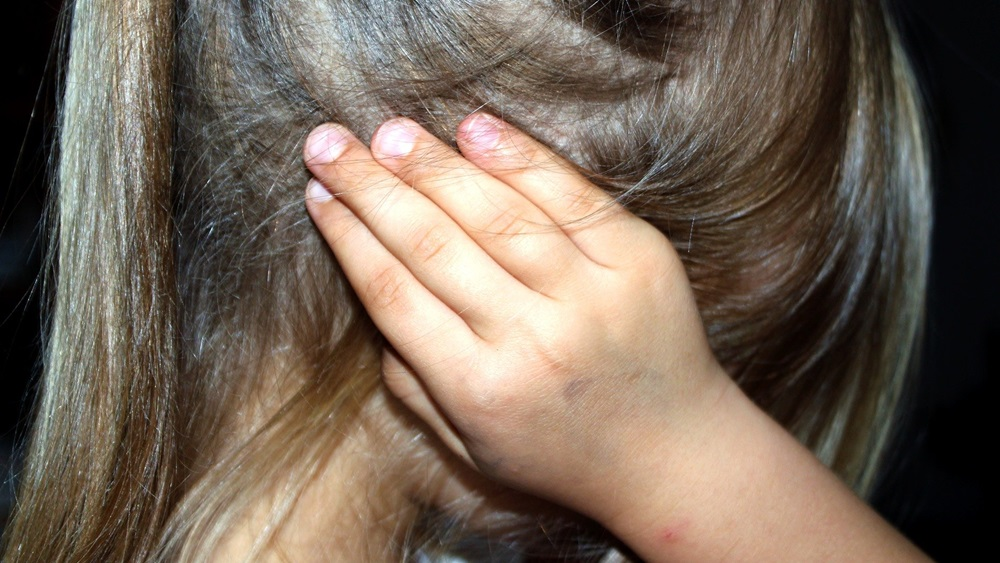 Jak poznat, že dítě špatně slyší