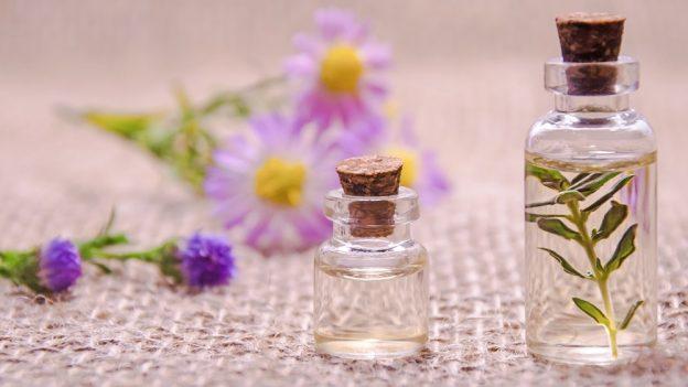 Jak vyrobit esenciální olej