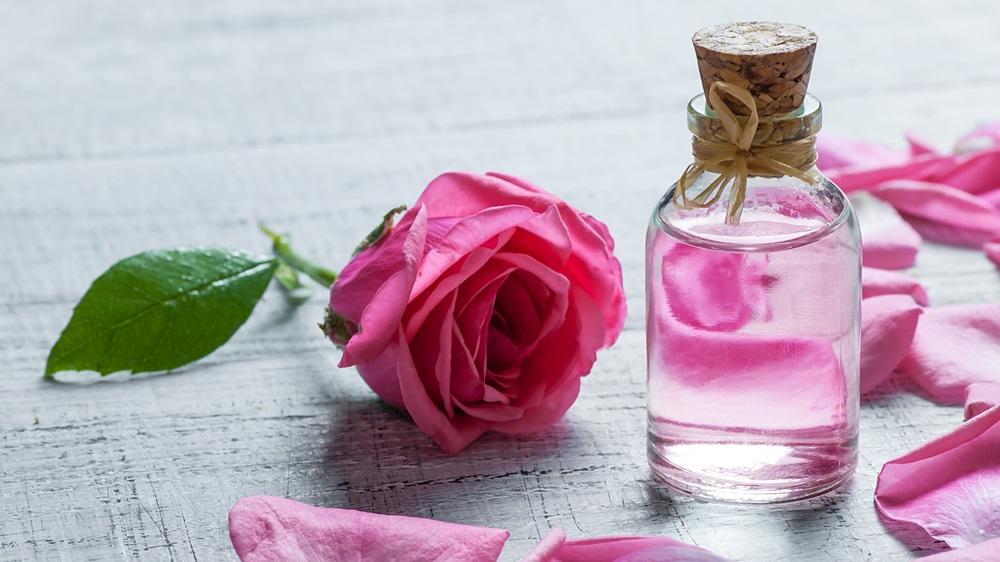 Jak vyrobit růžovou vodu