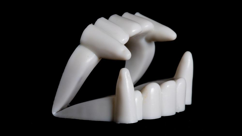 Jak vyrobit upíří zuby