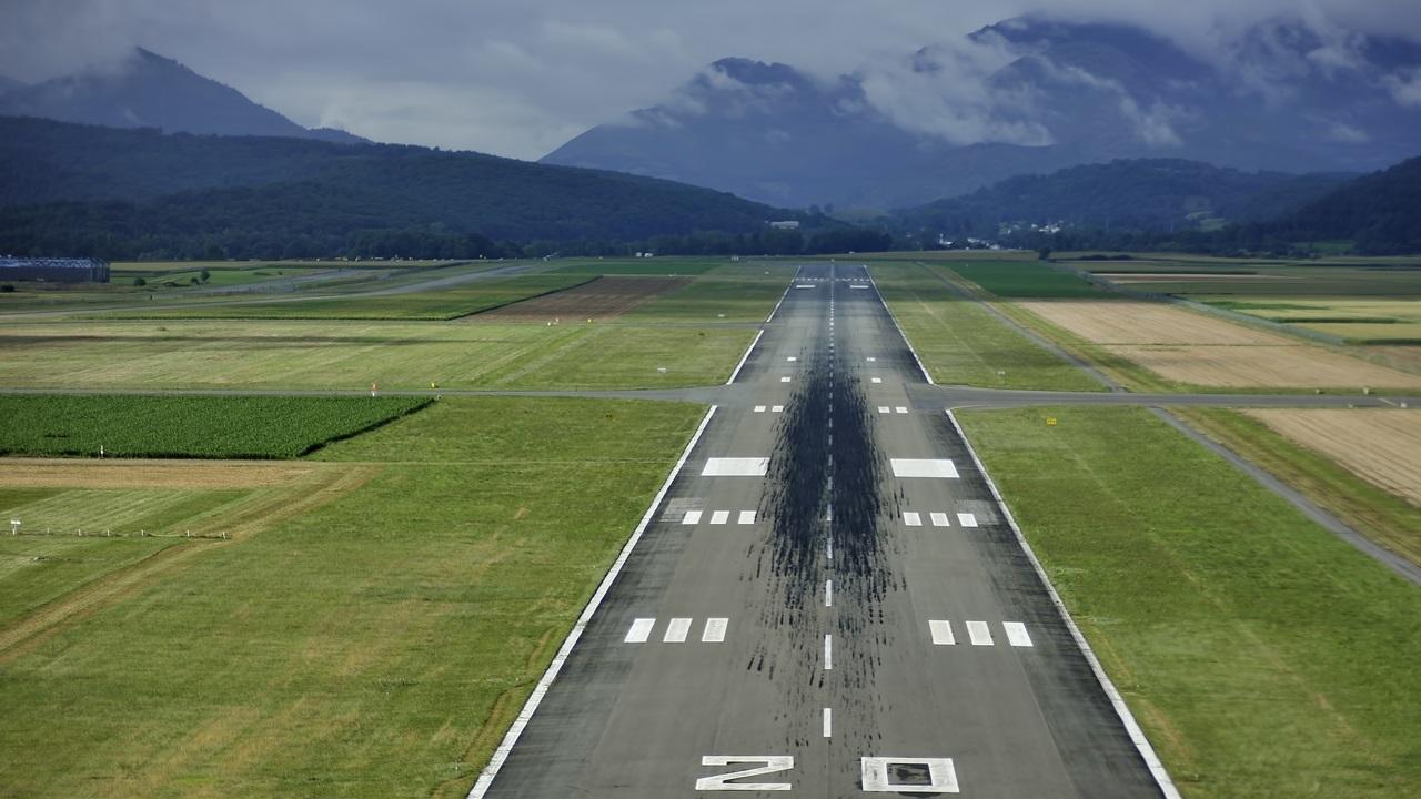 Letiště Lourdes-Tarbes (LDE) | © Lillolillo | Dreamstime.com