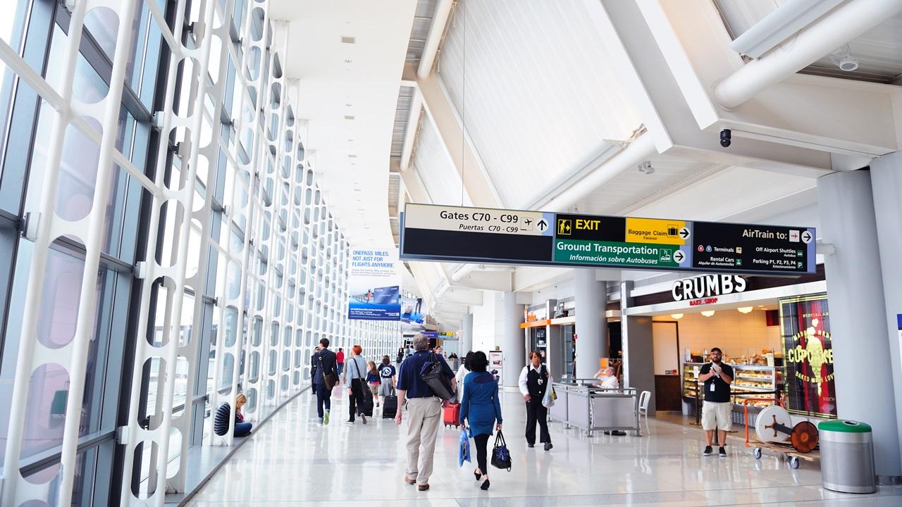 Letiště Newark (EWR)   © Songquan Deng   Dreamstime.com
