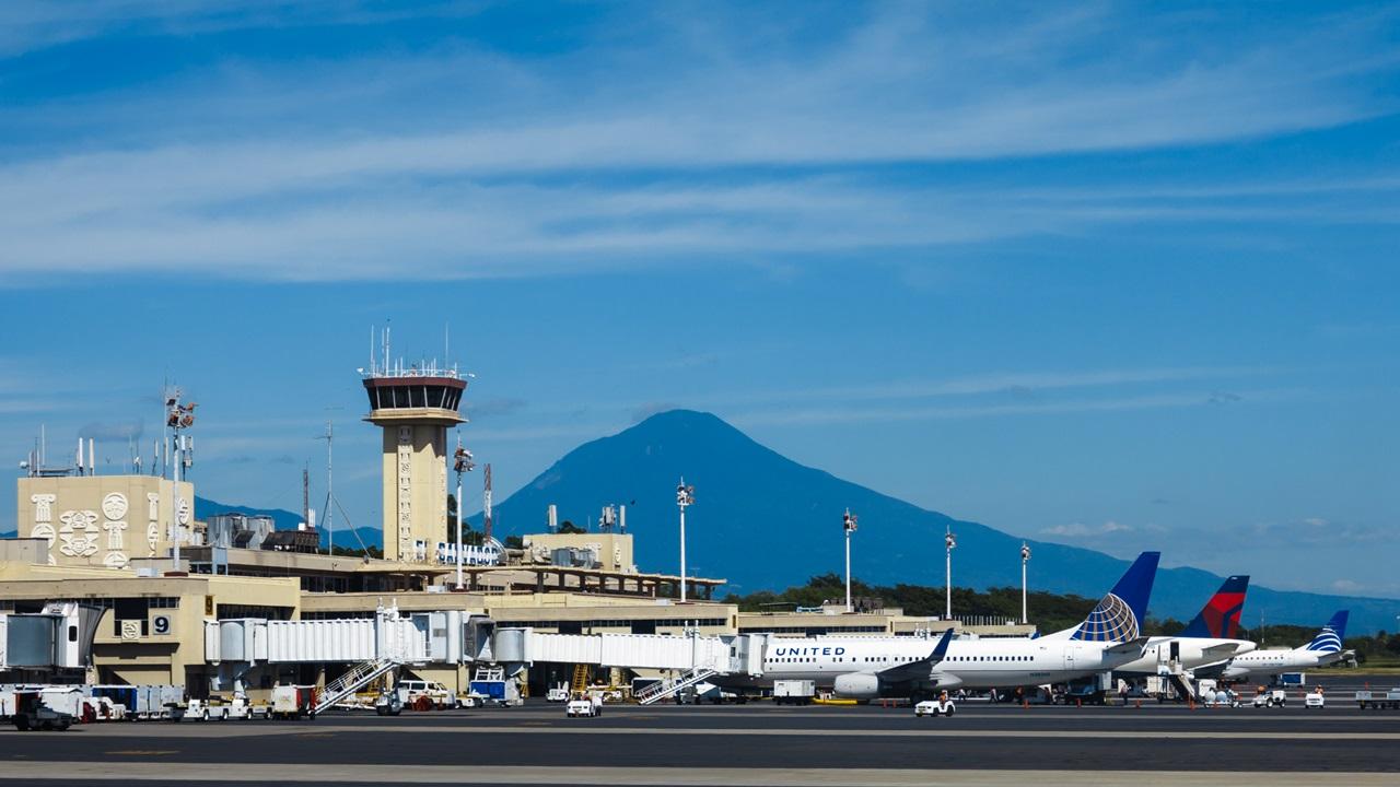 Letiště San Salvador (SAL) | © Pniesen | Dreamstime.com