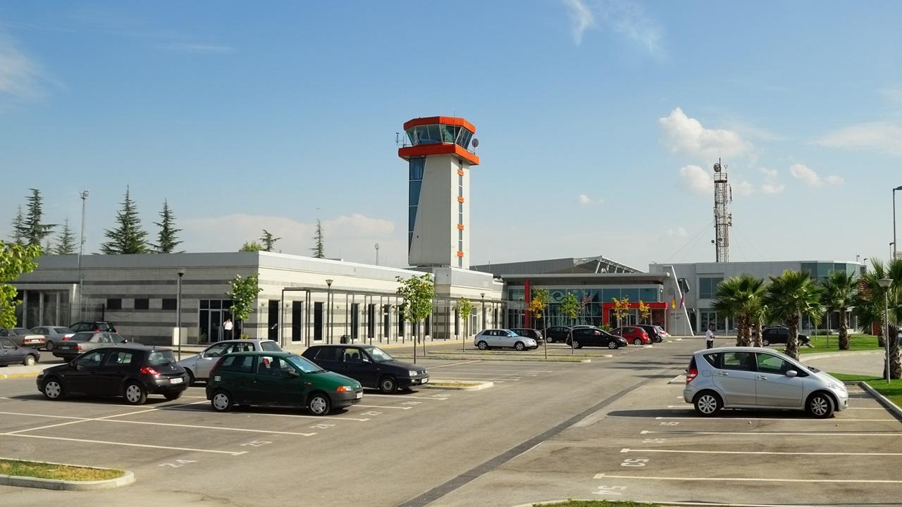Letiště Tirana (TIA)   © Znm   Dreamstime.com