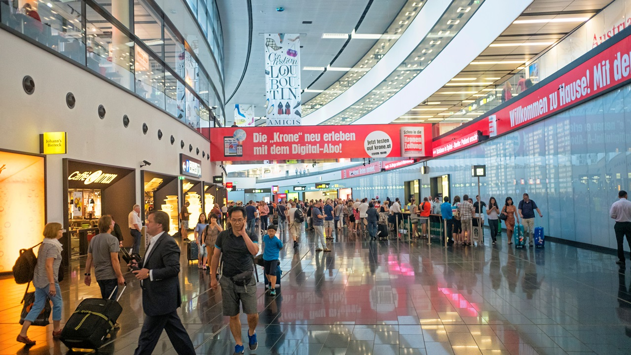 Letiště Vídeň (VIE) | © Valentin Armianu | Dreamstime.com