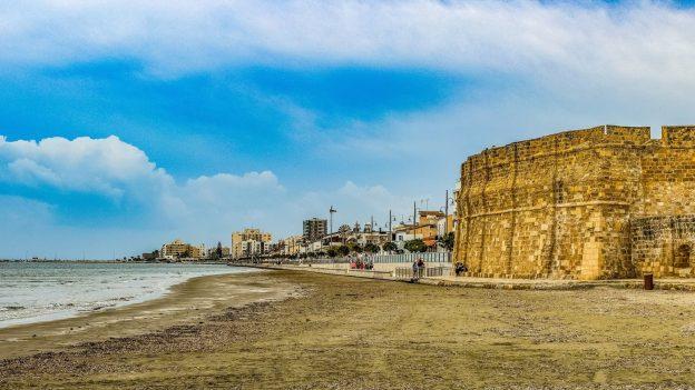 Levné letenky na víkend: Barcelona od 1305 Kč, Kypr od 1541 Kč, Portugalsko od 1305Kč