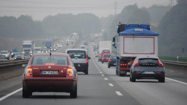 Nové dopravní předpisy vNěmecku: Astronomické pokuty azákaz řízení za nedodržení rychlosti