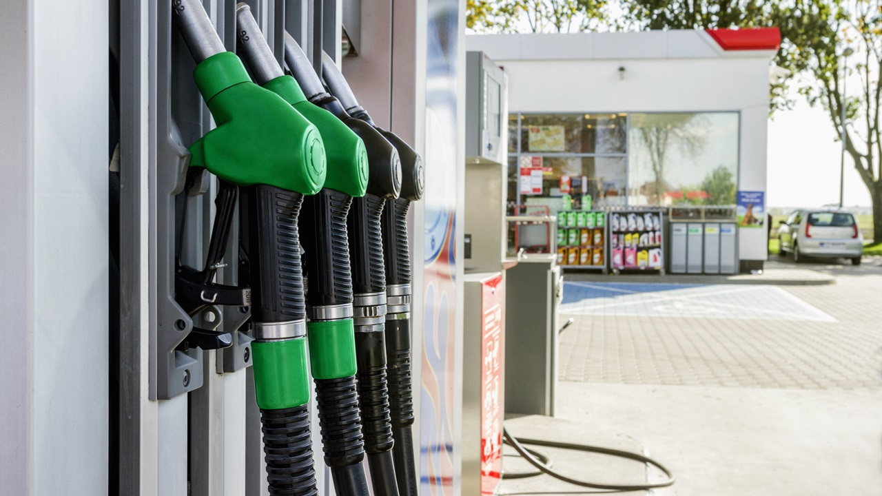 Proč je benzín levnější než nafta