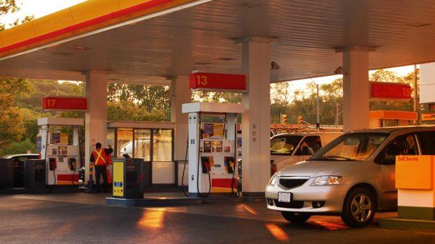 Proč je zakázáno čerpat pohonné hmoty do nádob zplastu