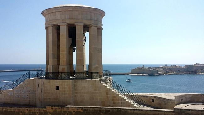 Zvonice v hlavním městě Valettě je památkou na 2. světovou válku