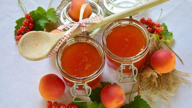 Recept: Marmeláda zdomácí pekárny (meruňková, jahodová, rybízová, švestková, malinová)