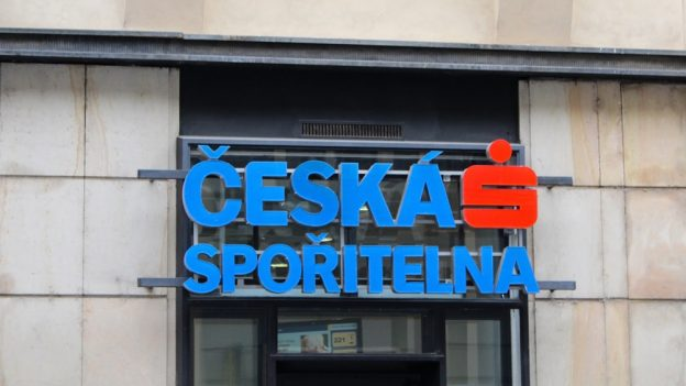 Rok 2015 aČeská spořitelna láká na výběry zvlastního bankomatu aodchozí platby zdarma
