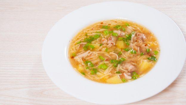 Skrblíkova kuchařka: Recept na kuřecí vývar se zeleninou