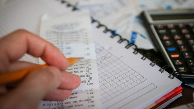 Skrblíkova rada do nového roku: Věnujte jeden den hledání úspor aušetřete desetitisíce