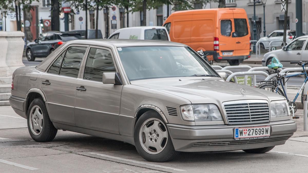 Těchto 10 vozidel určitě neprodávejte, jejich hodnota vbudoucnu vzroste | © Johannes Maximilian / Wikimedia Commons