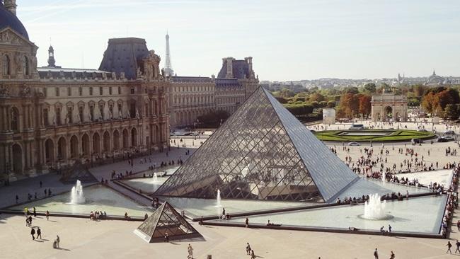 Louvre v Paříži | © Pixabay.com