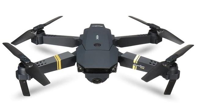 Tipy z AliExpressu: Chytrá TV za 1 267 Kč, dron s HD kamerou za 886 Kč a další dárky pro muže