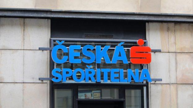 Tohle není vtip: Česká spořitelna od srpna zdražuje některé položky uosobních účtů